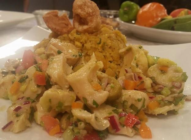 Mofongo relleno de ensalada de carrucho